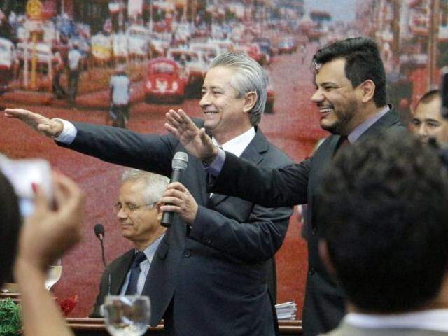 Toninho e Mourão foram empossados há pouco como suplentes de Pepa e Cirilo; Câmara de Dourados realiza eleição para Mesa Diretora. (Foto: Helio de Freitas)