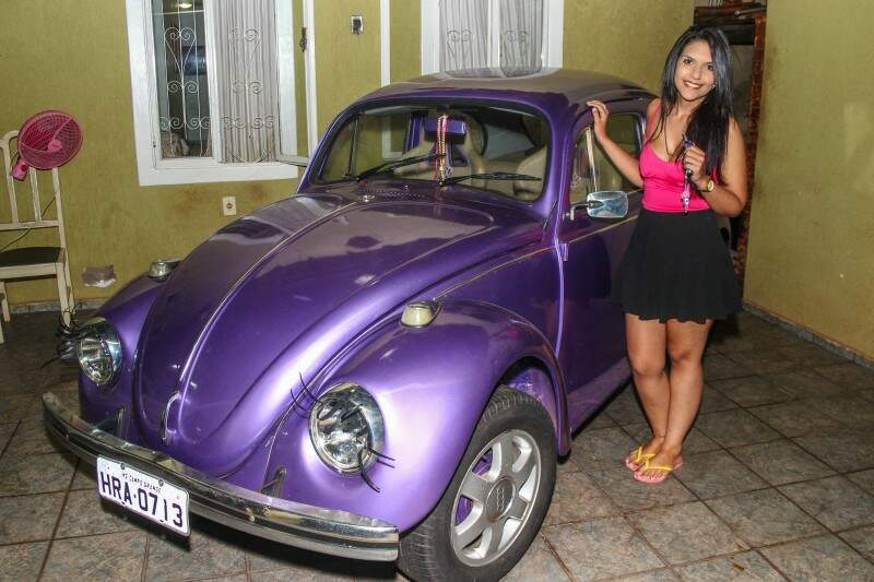 Lara tem o carro desde os 18 anos.  (Foto: Fernando Antunes)