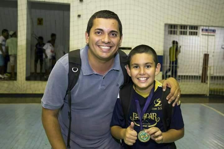 Tio e sobrinho na final de futsal. (Foto: Arquivo Pessoal)
