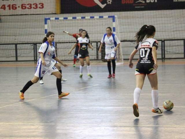 Torneio de futsal feminino ocorre em Dourados (Foto: Dourados Esportivo)