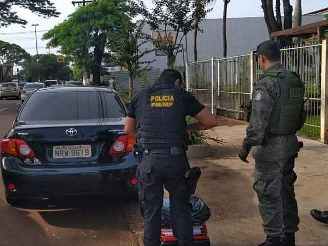 Policiais durante buscas da Operação Pregão, no dia 31 de outubro do ano passado (Foto: Adilson Domingos)