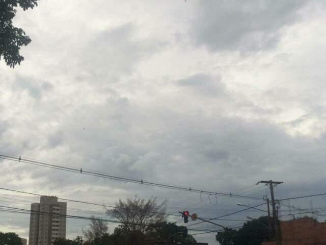 Céu encoberto de nuvens no Monte Castelo (Foto: Kerolyn Araújo)
