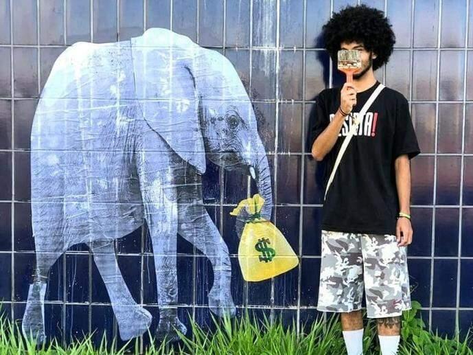 """Além do """"centro de belas artes"""" deixado para apodrecer, obras como o Aquário do Pantanal e os vagões da Orla Ferroviária também são """"Elefantes Brancos"""" de Campo Grande (Foto: Malcolm Carvalho)"""