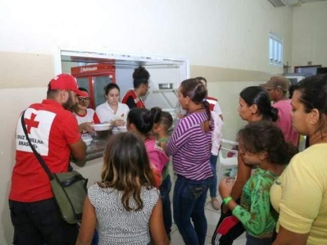 Venezuelanos abrigados na sede da Seleta, em Campo Grande (Foto: Paulo Francis)