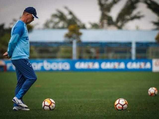 Técnico Mano Menezes na preparação para o segundo duelo com o Boca (Foto: Vinnicius Silva/Cruzeiro)