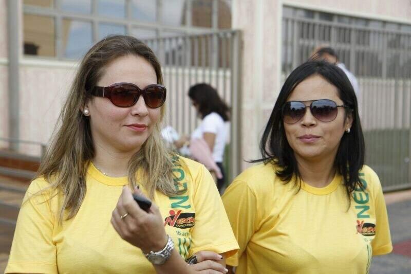 Candidatas foram ao local das provas cobrar a anulação total do concurso (Foto: Cleber Gellio)