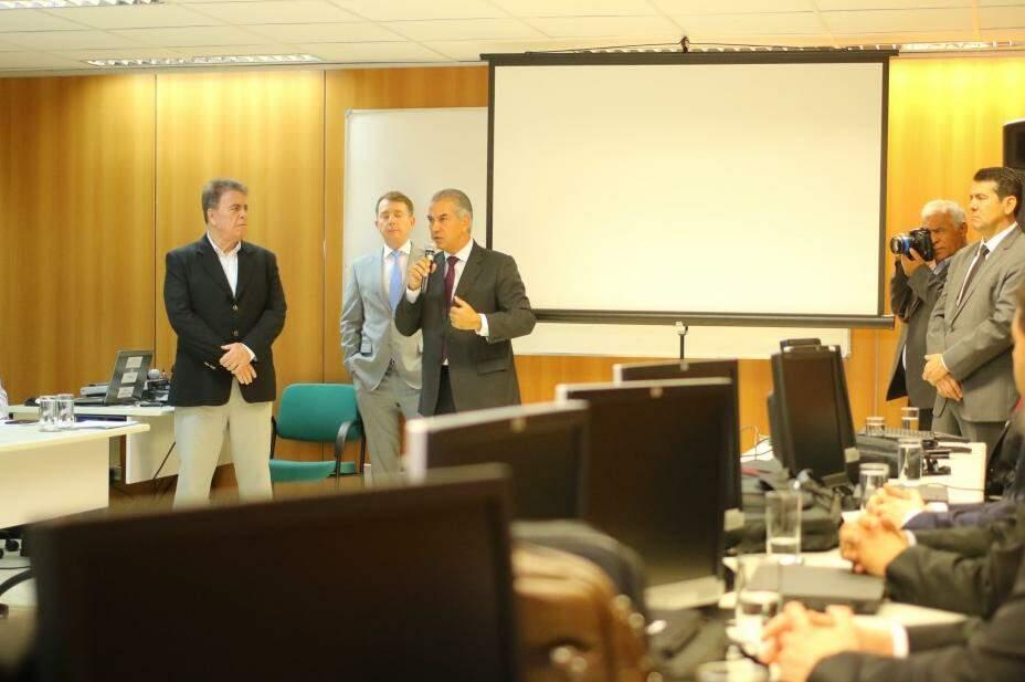 Reinaldo participou de bate-papo com 18 novos juízes, durante curso no TJ-MS (Foto: André Bittar)