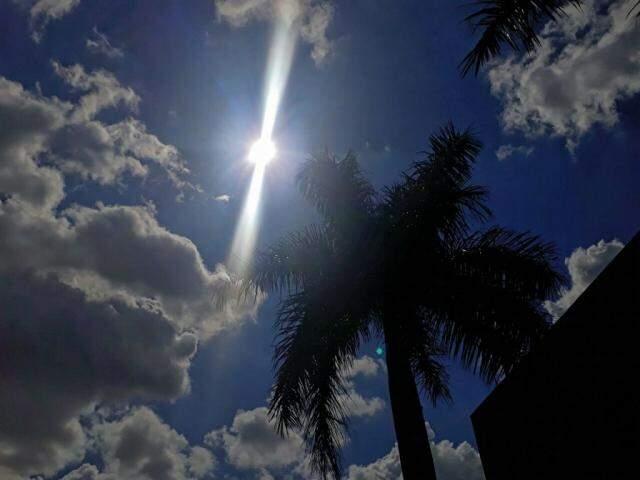 Céu de Campo Grande neste domingo; cidade é hoje a quinta capital mais quente do País (Foto: Saul Schramm)