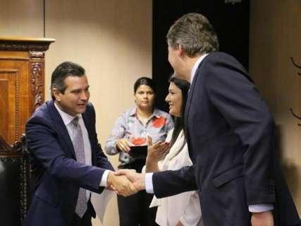Vice governadora acompanha assinatura de acordo para projeto de ferrovia