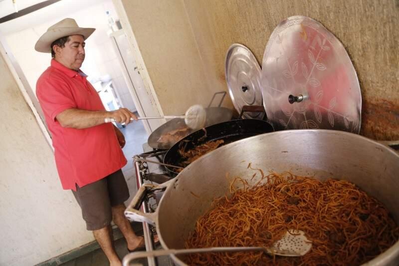 Macarrão com carne seca é especialidade da casa. (Foto: Gerson Walber)