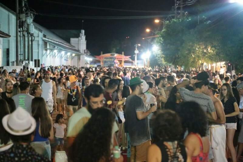 Último dia de folia levou 7 mil pessoas à Esplanada (Fotos: Marcos Ermínio)
