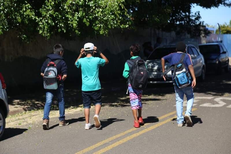 Alunos que ficaram sem aulas por conta da greve dos professores vão ter aulas aos sábados (Foto: Fernando Antunes)
