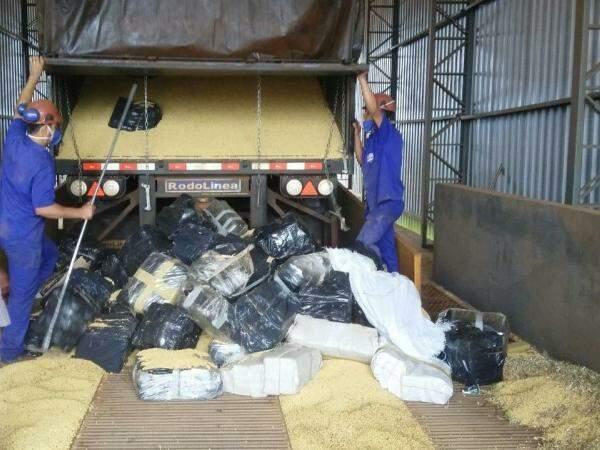 Droga estava distribuída em fardos (Foto: Divulgação/PRF)