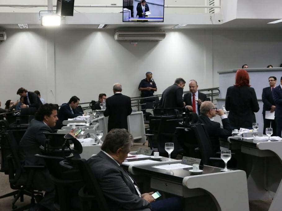 Vereadores na sessão da Câmara Municipal desta terça-feira (dia 18). (Foto: Henrique Kawaminami).