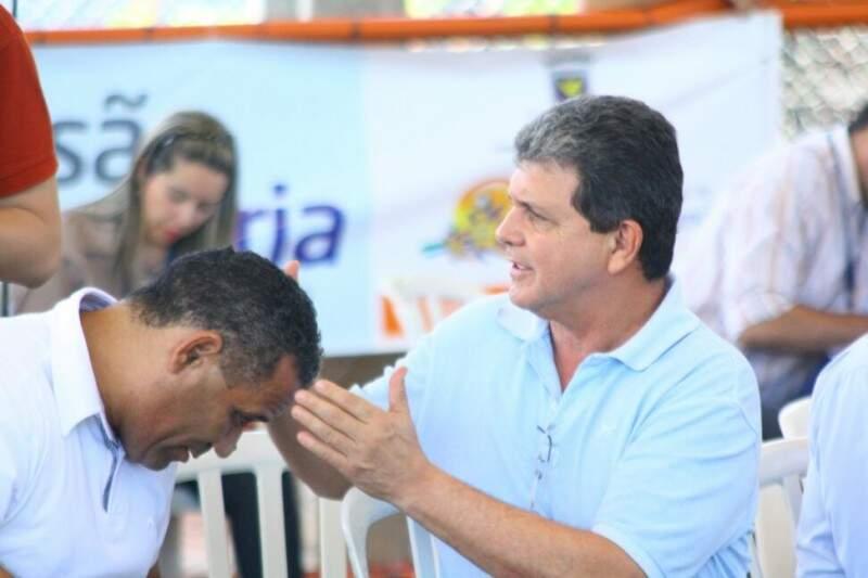 """João Rocha ajudou a confirmar o """"serviço"""" do pardal na cabeça de Chiquinho (Foto: Marcos Ermínio)"""