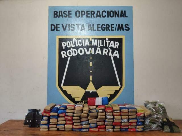 Tabletes de droga encontrados dentro do Uno. (Foto: Divulgação/DOF)