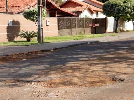 Prefeitura para serviço de tapa-buraco e espera R$ 5 milhões do governo