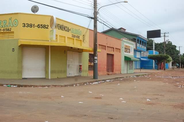 Moradores deram 2 dias para o fim da confusão. Caso contrário devem organizar abaixo-assinado. (Foto: João Garrigó)