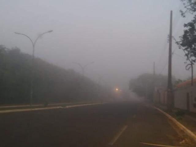 Na região do Guanandi, visibilidade é baixa nesta manhã. (Foto: Viviane Oliveira)