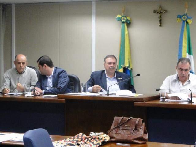 Reunião teve a participação do secretário Carlos Coimbra e do deputado Paulo Siufi (Foto: Luciana Nassar/ALMS)