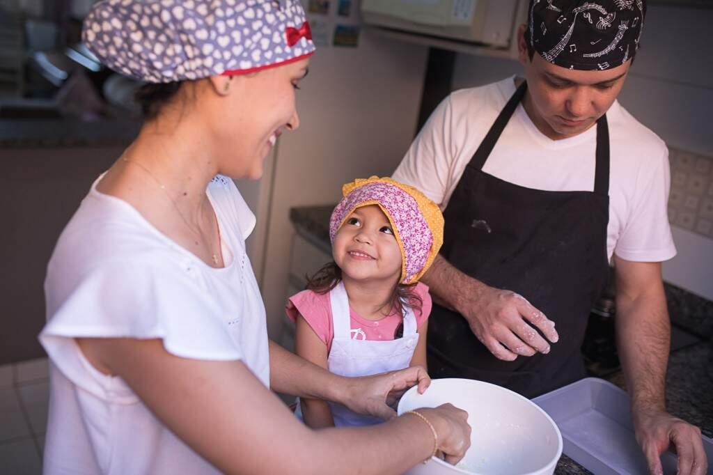 Família na cozinha (Foto: Mariana Jordão)