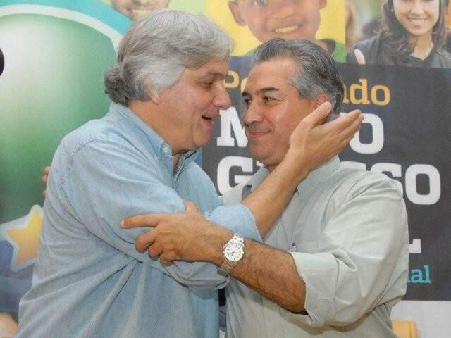 À esquerda, Delcídio do Amaral, com o governador Reinaldo Azambuja, em encontro pré-eleitoral, em 2014 (Foto: Reprodução)