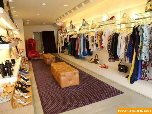 Loja tem outlet permanentes, com roupas, calçados, bolsas e acessórios diversos. (Foto: Marcos Ermínio)