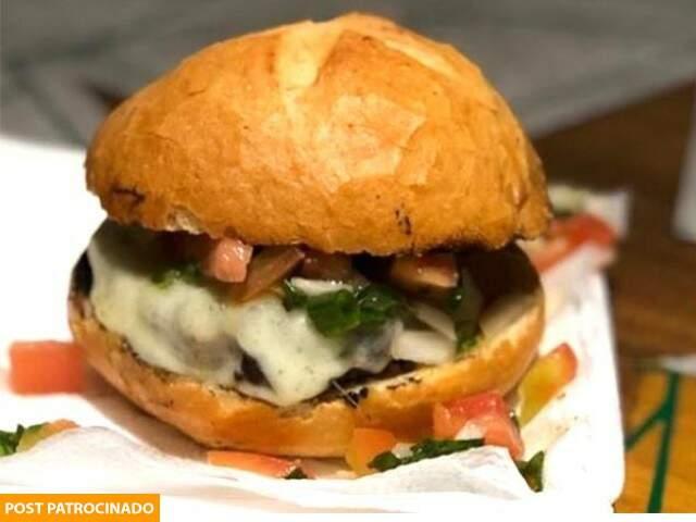 No menu dos food trucks, hambúrguer é o carro-chefe. (Foto: BBQ Parrilleiro)