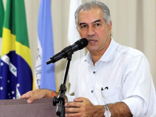 Governador Reinaldo Azambuja (PSDB) cumpre agenda hoje em Porto Murtinho (Foto: Chico Ribeiro - Assessoria)