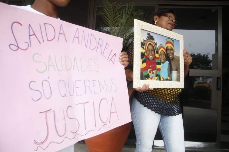 Mãe de uma das vítimas fez protesto contra a impunidade (Foto: Arquivo)