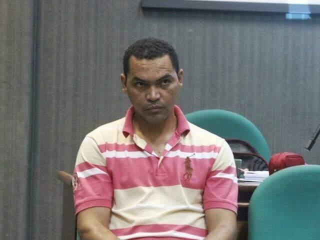 Gilson durante julgamento nesta manhã na 1ª Vara do Tribunal do Júri (Foto: Henrique Kawaminami)