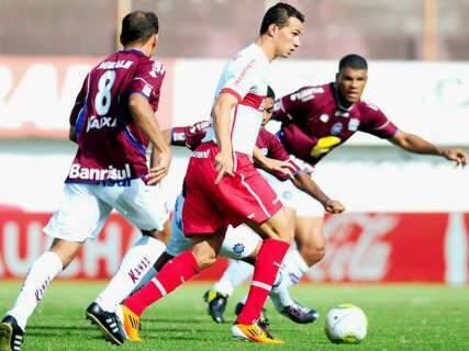 Atacante marca três em vitória do Internacional e provoca o Grêmio