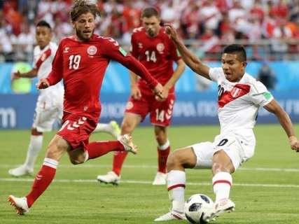 Em jogo apertado e com erro de pênalti, Peru perde para a Dinamarca por 1 a 0