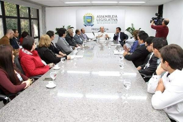 Reunião dos deputados com representantes dos cartorários (Foto: Wagner Guimarães/ALMS)