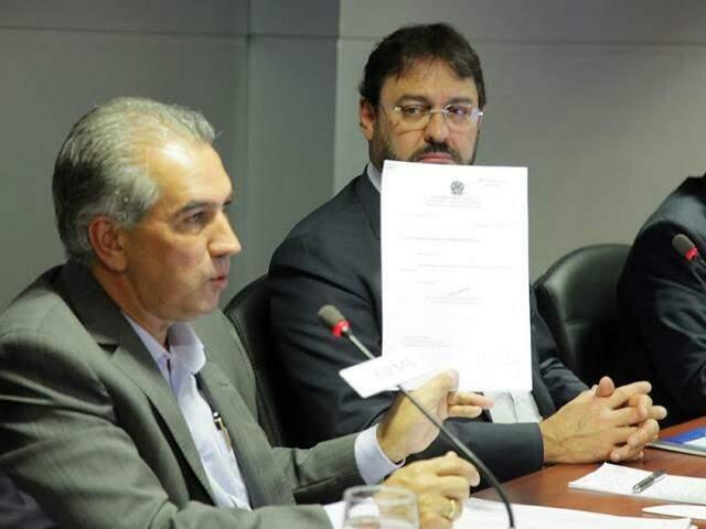 Reinaldo apresentou cópia da denúncia e fez sua defesa aos empresários (Foto: Divulgação)