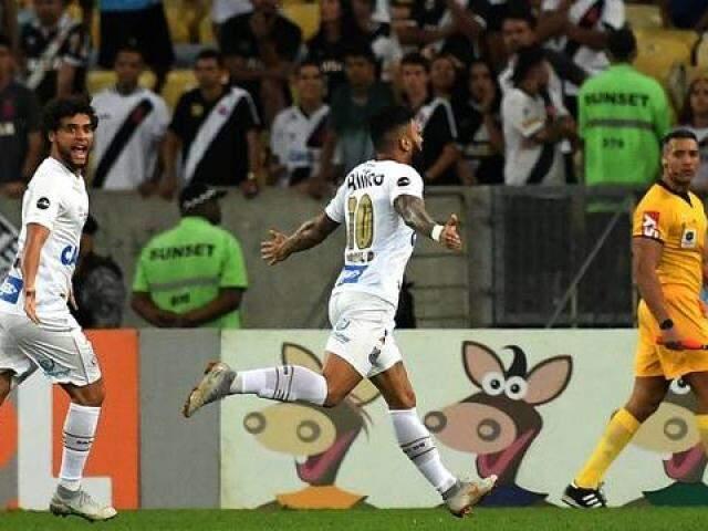 Gabriel comemora um de seus três gols contra o Vasco (Foto: Alexandre Durão / GloboEsporte.com)