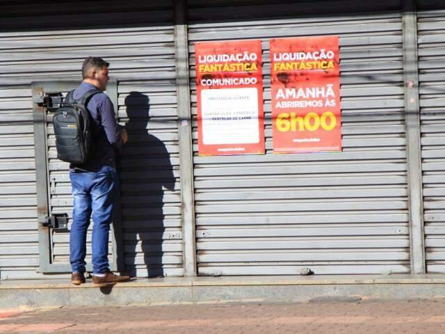 Mgazine Luiza não abre hoje e se prepara para super liquidação amanhã (Foto: Marina Pacheco)