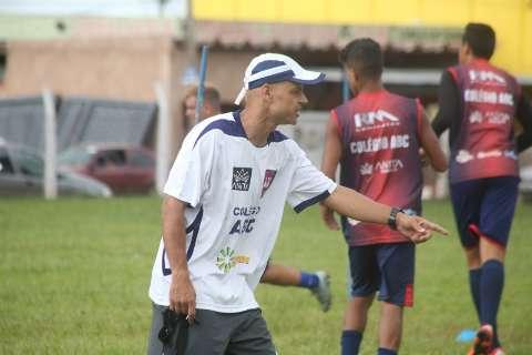 Campeão pelo Santos em 2002, Robert é atração em MS, só que fora de campo