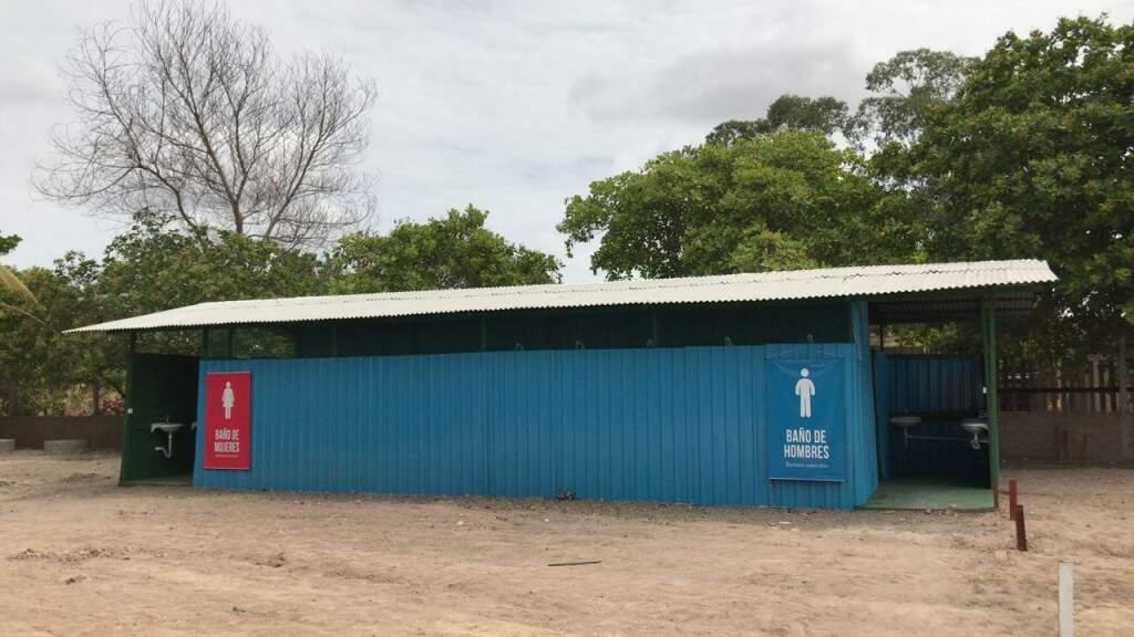 Banheiros coletivos do Centro de Acolhimento (Foto: Assessoria)