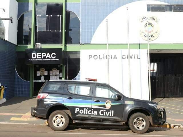 Motorista foi levado à Depac Centro na Rua Padre João Crippa em Campo Grande (Foto: Paulo Francis)