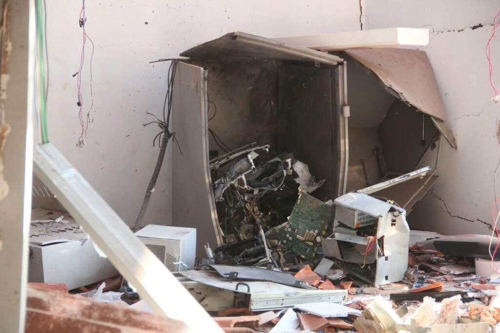 Terminais eletrônicos foram explodidos nesta madrugada. (Foto: Marcos Ermínio)