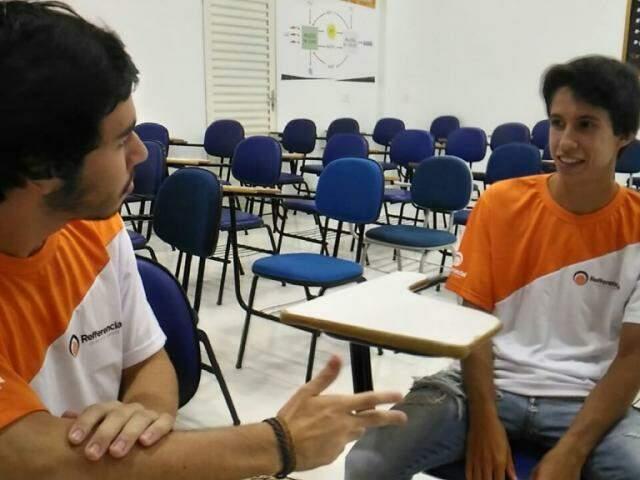 Igor Carvalho e Rafael Laraia trocam dicas na véspera de abertura das inscrições no Sisu (Foto: Kleber Clajus)