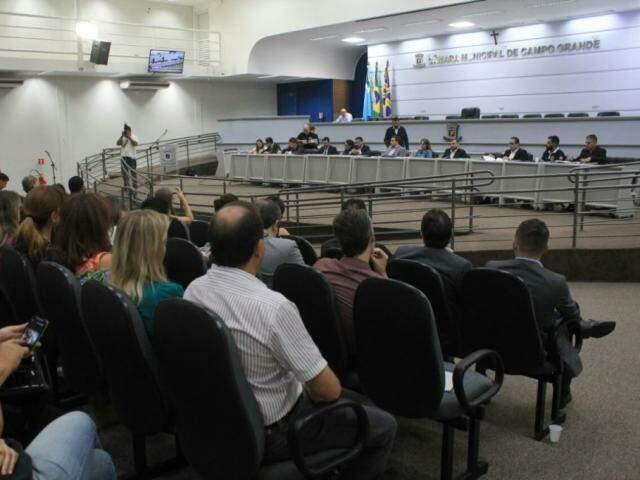 População acompanha sessão na Câmara Municipal de Campo Grande. (Foto: Saul Schramm/Arquivo).