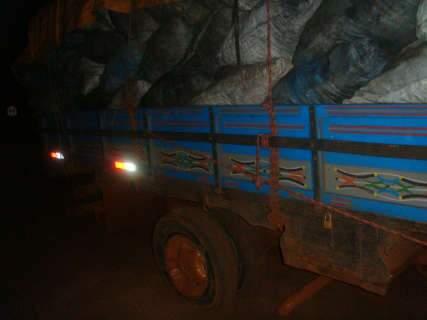 Carga de carvão é apreendida e responsável multado em R$ 5,1 mil