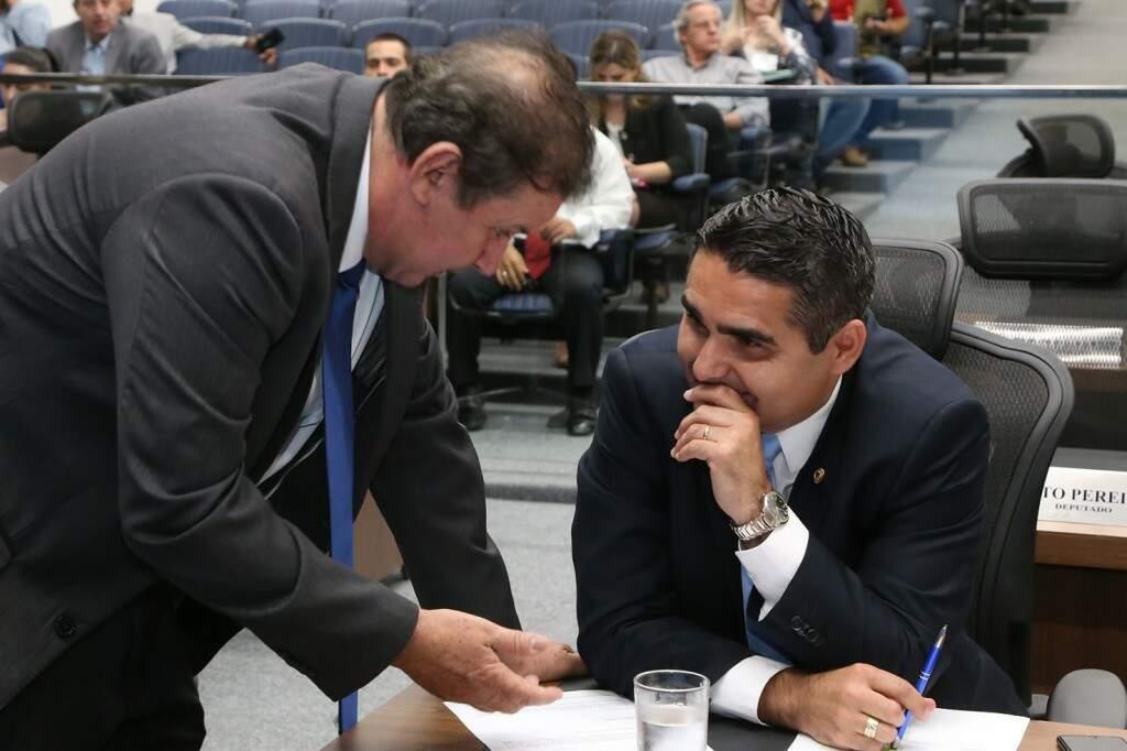 Deputados Eduardo Rocha e Herculano Borges, durante sessão na Assembleia (Foto: Assessoria/ALMS)