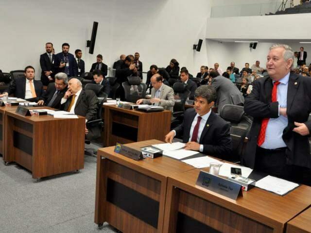 Os parlamentares votaram contra a PEC 1/2019, do deputado João Henrique Catan (PR) (Foto: Luciana Nassar/ALMS)