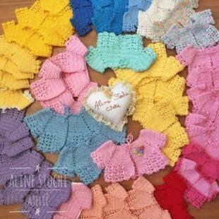 No primeiro dia, Ali fez 43 casaquinhos de bonecas. (Foto: Aline Stochi)
