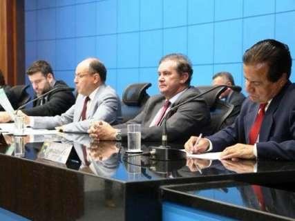 """Assembleia derruba 2º veto de Reinaldo e """"lixeiras para remédios"""" vai virar lei"""