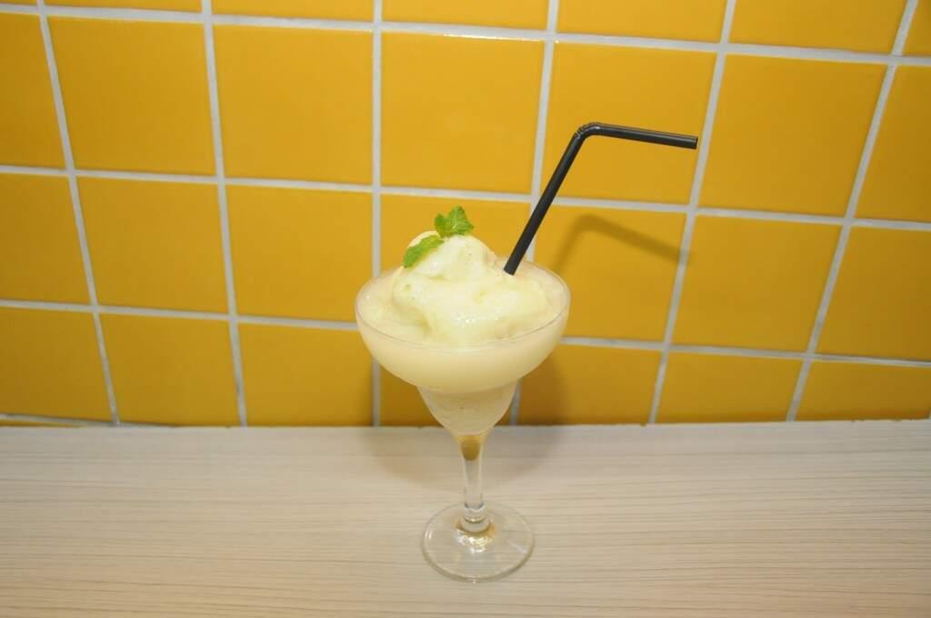 O frozen de guavira é bem azedinho, uma delícia. Sai a R$ 16. (Foto: Paulo Francis)