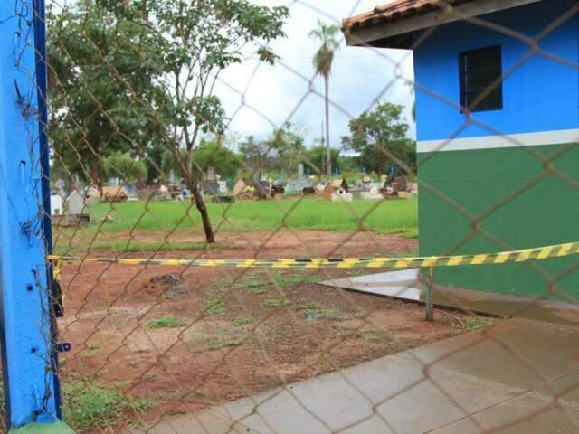 Cemitério em que o furto aconteceu (Foto: Marina Pacheco)